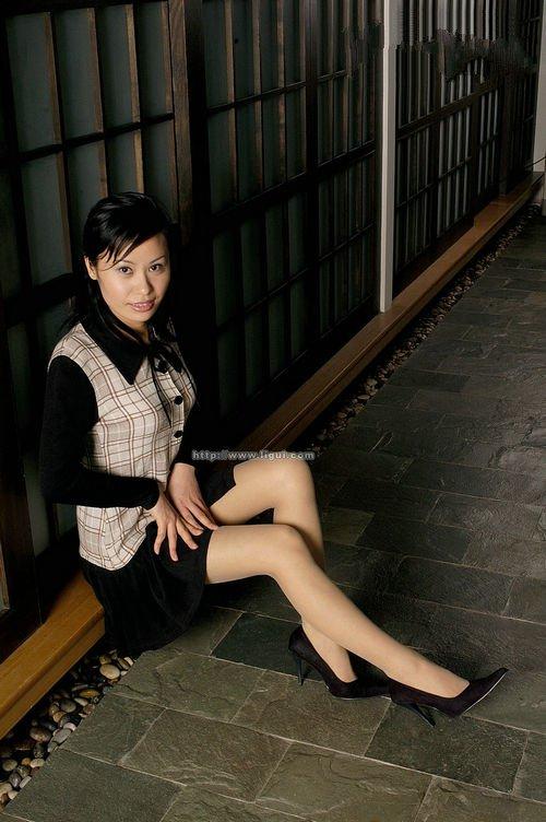 [Ligui丽柜]2006-01-01 玲玲[29P/13.7M]